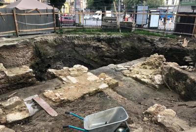 Розпочали консервацію решток фундаментів костелу Воздвиження Чесного Хреста у Львові