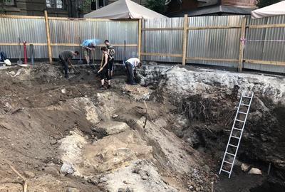 Археологи терміново розпочали дослідження на площі Галицькій у Львові
